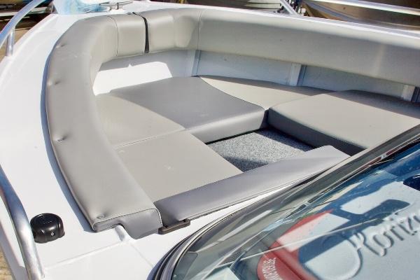 front seating of horizon seabreeze aluminium boat